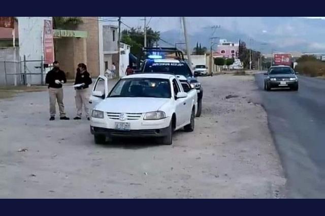 Conductor muere de infarto en su vehículo en Tehuacán