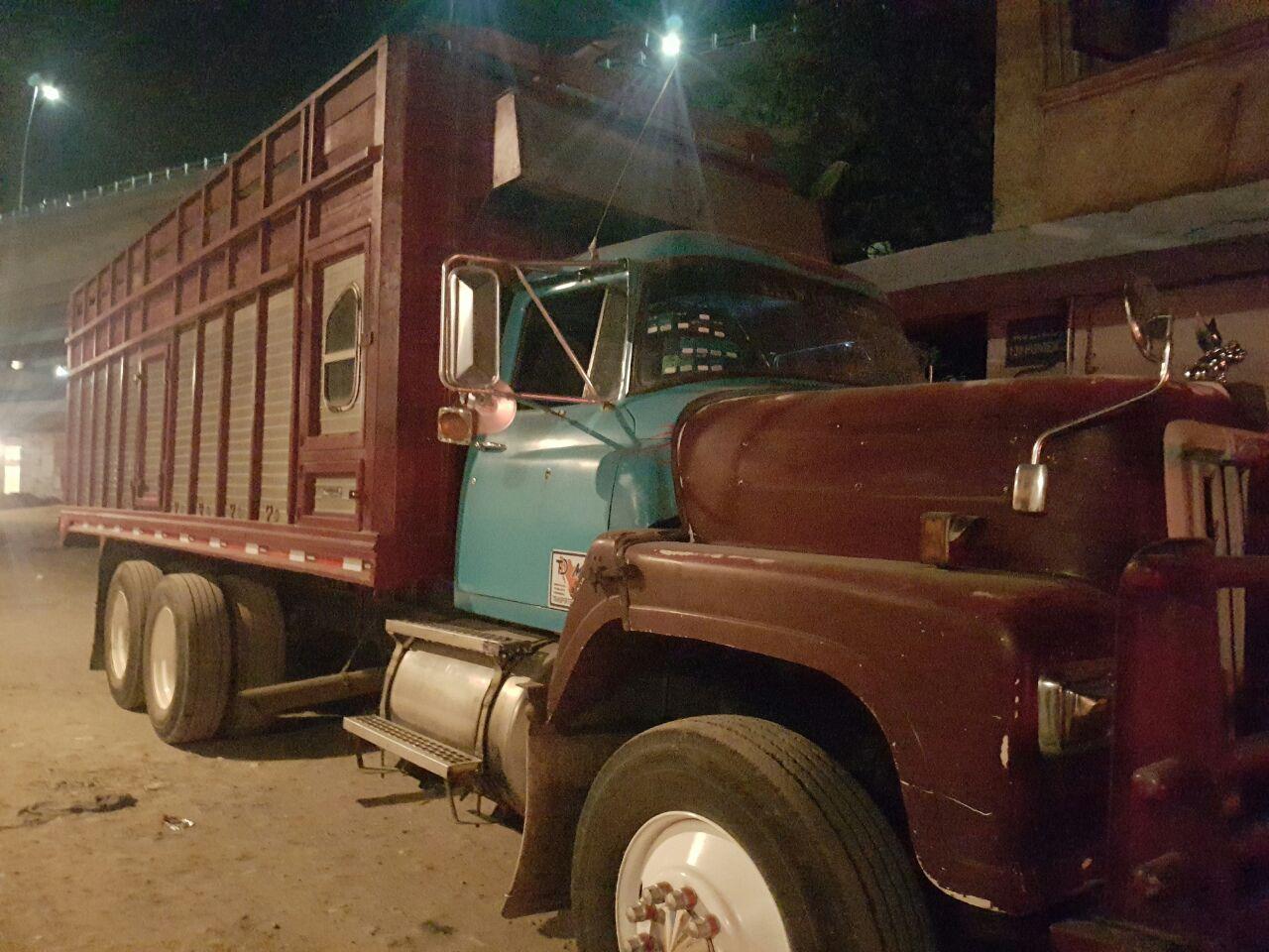 Aparece en Puebla camión  de carga robado en el EdoMex
