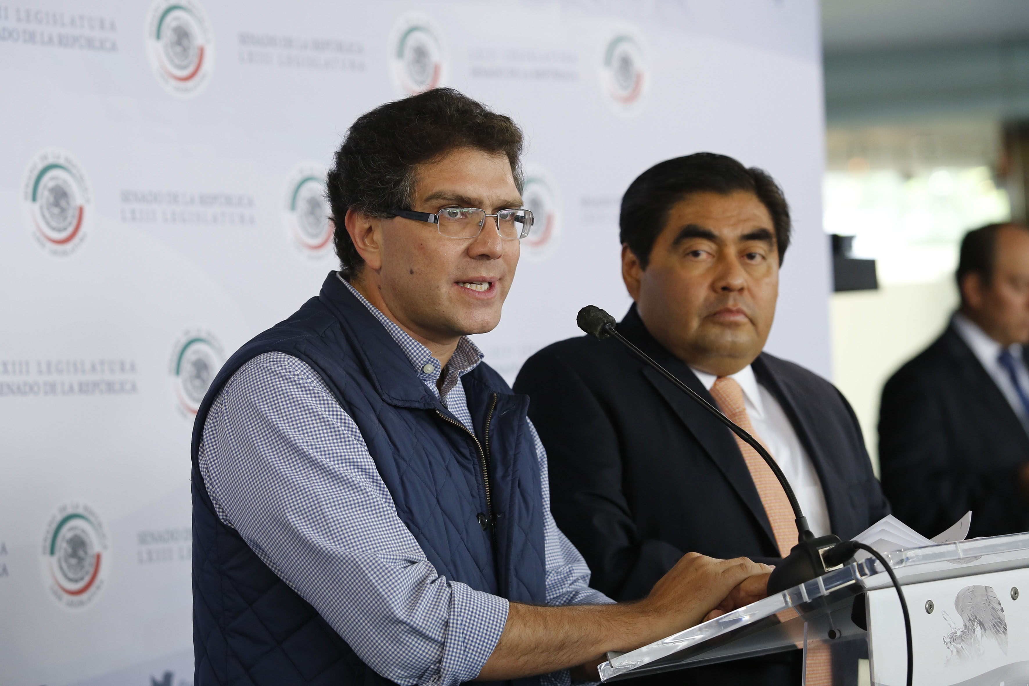 Senadores del PRD proponen segunda vuelta para presidenciales