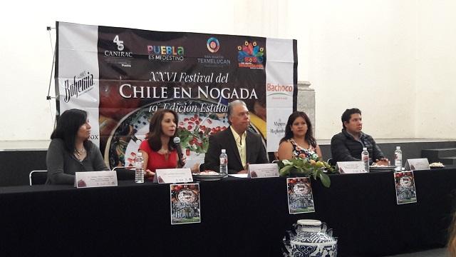 Asisten 12 municipios al Festival del Chile en Nogada, en Texmelucan