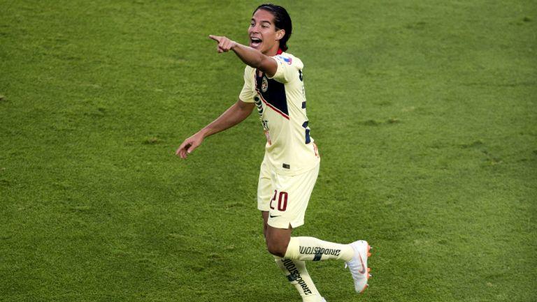 Diego Lainez hace un buen partido y ya lo tratan como ídolo