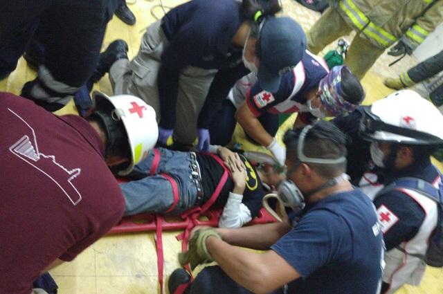 Rescatan a menor que cayó en pozo vacío de San Pedro Cholula