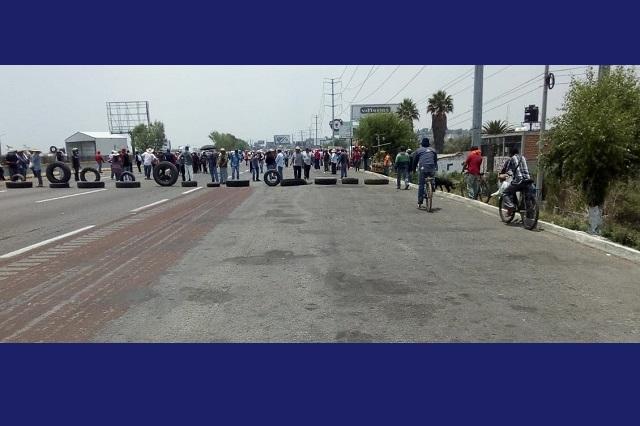 Pobladores de Mihuacán bloquean autopista México– Puebla