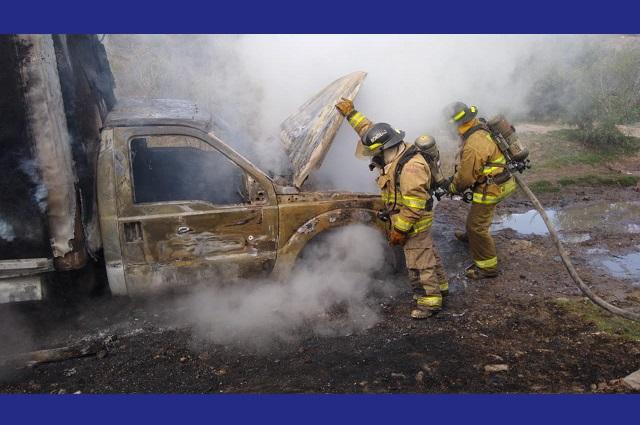 Roban e incendian camioneta de reparto en Los Héroes