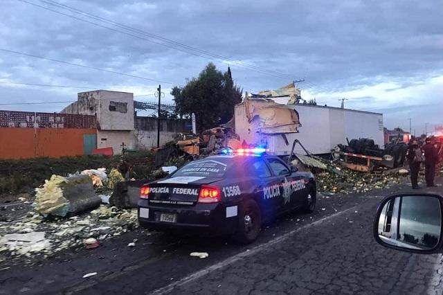 Volcadura paraliza la autopista Puebla-Orizaba
