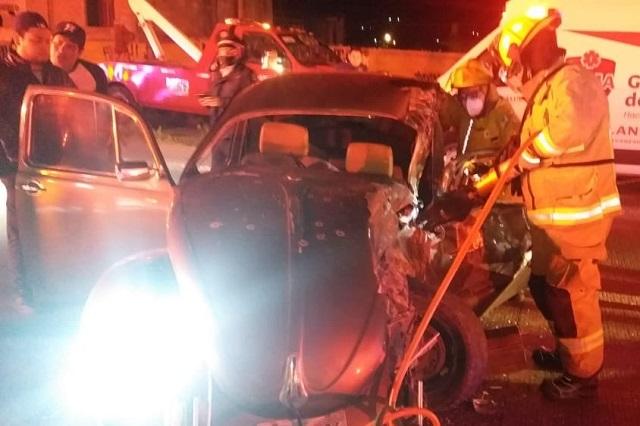 Muere prensado en un Vocho en la carretera Puebla-Tehuacán