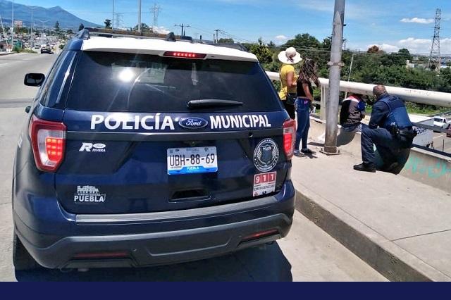 Policías evitan que menor se lance de puente en La Resurrección