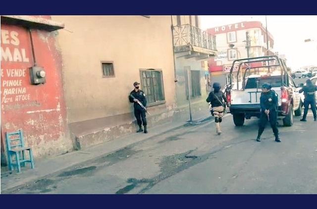 Asaltantes toman por rehenes a empleados de Oxxo en Puebla