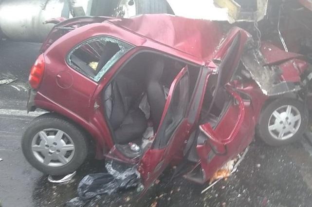 Dos muertos y 12 heridos deja carambola en la Puebla-Orizaba