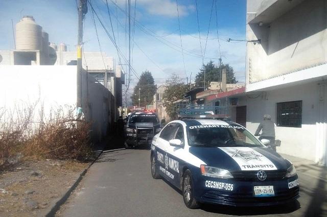 Dejan dos cadáveres en una camioneta bajo la México-Puebla