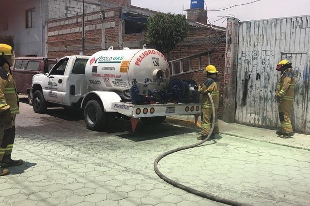 Fuga en pipa de gas LP causa incendio en San Andrés Cholula