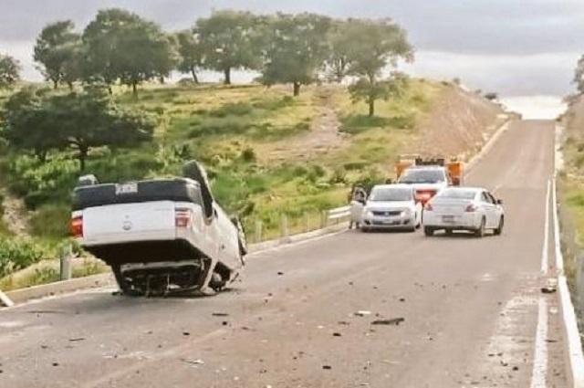 Dos muertos deja volcadura en la Carretera a Alpuyeca