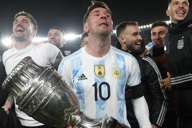 Con hat-trick y récord, Messi vive noche histórica en Argentina