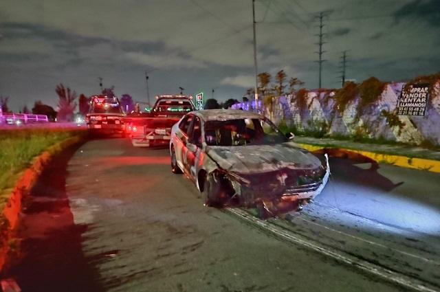 Vehículo se incendia tras choque en Periférico Ecológico