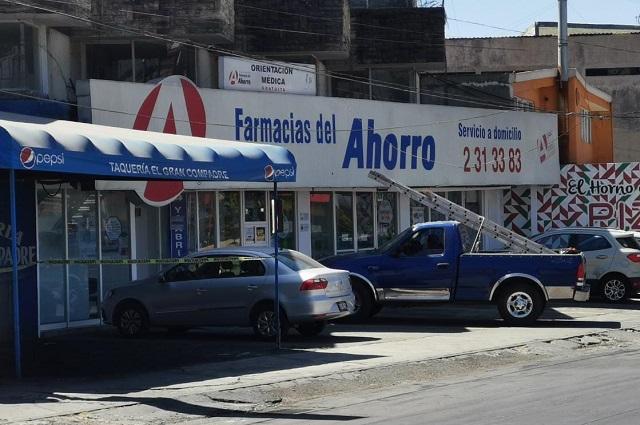 Lo atrapan luego de dar cristalazo a Farmacia del Ahorro en Puebla