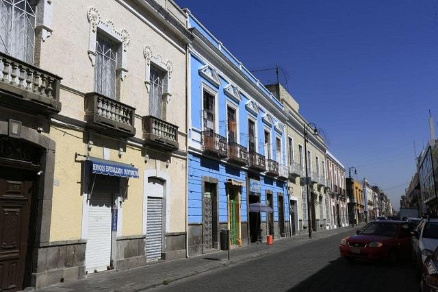 Dan mantenimiento a fachadas del centro histórico de Puebla