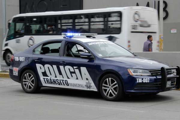 Banck entregó patrulla equipada a vecinos organizados de Amalucan