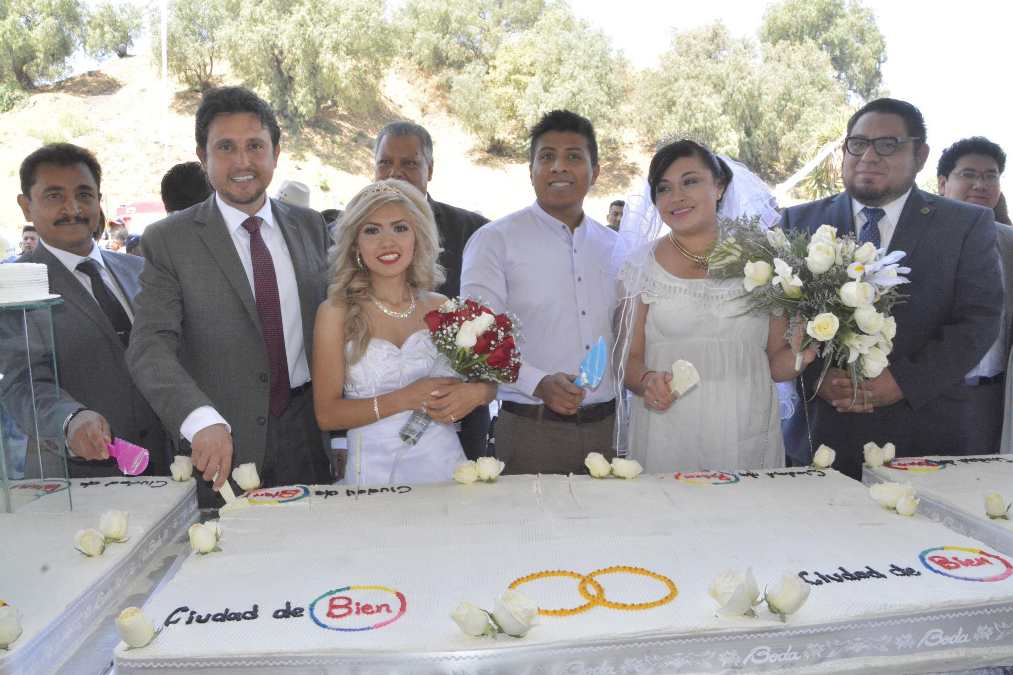 Unieron sus vidas por lo civil 270 parejas en San Pedro Cholula