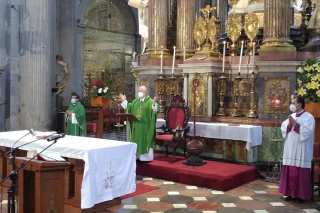 Llama arzobispo de Puebla a pasar las fiestas patrias en casa