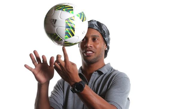 ¡Te extrañaremos Ronaldinho! El astro brasileño dice adiós al fútbol