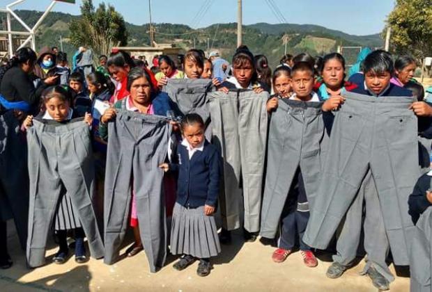 Anuncia SEP que corrigió error en tallas de uniformes escolares