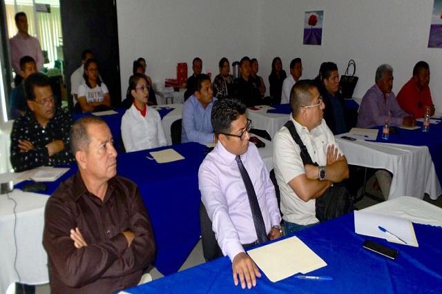 Capacitan a funcionarios de Tehuacán en materia de género