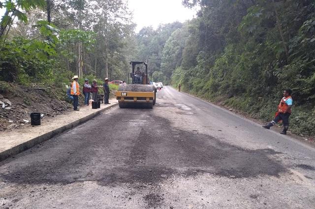 Infraestructura realiza labores de bacheo en tramos carreteros