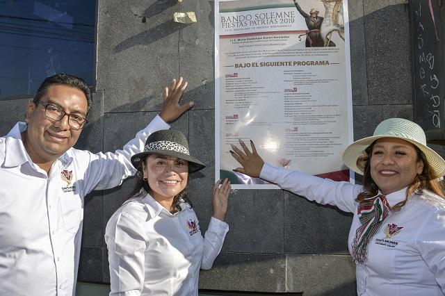 Realizan pega de Bando de fiestas patrias en Cuautlancingo