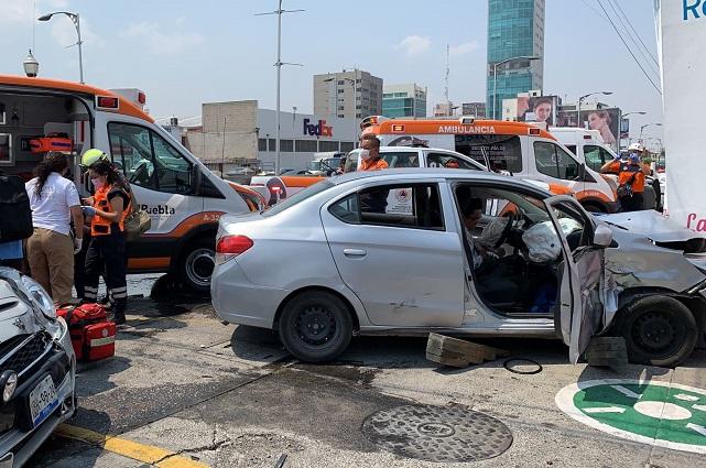 Particular se pasa la luz roja en La Paz y choca: 5 heridos