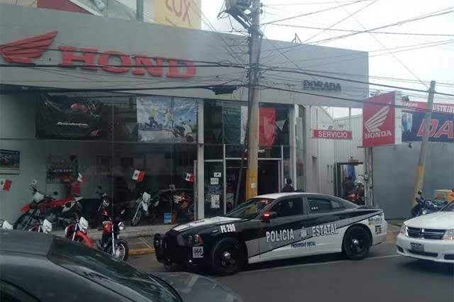 Dan cristalazo en Honda de Plaza Dorada, en Puebla