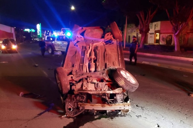 Joven conductora muere en volcadura en centro de Puebla