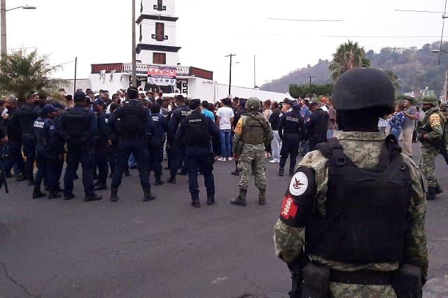 Intentan linchar en Tlalancaleca a presunto ladrón de moto