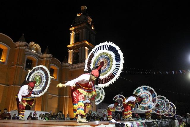 Participan cholultecas y turistas en el Vaniloquio 2016