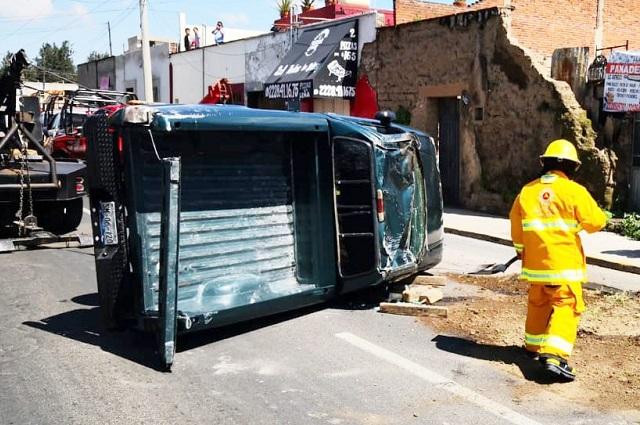 Múltiples heridos dejan dos volcaduras en Puebla y Cholula