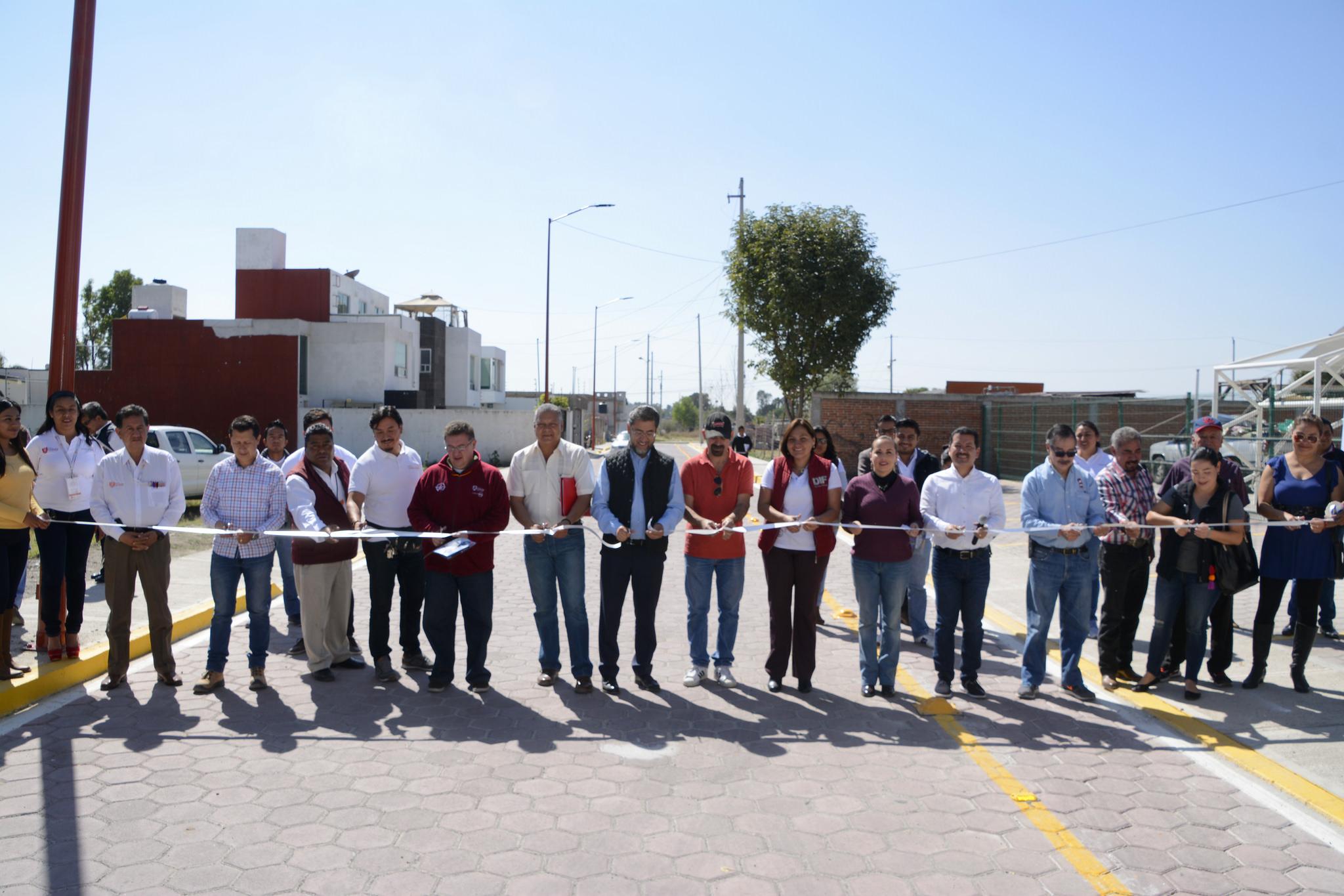 Entrega edil de San Pedro Cholula calle en Mexicaltzingo