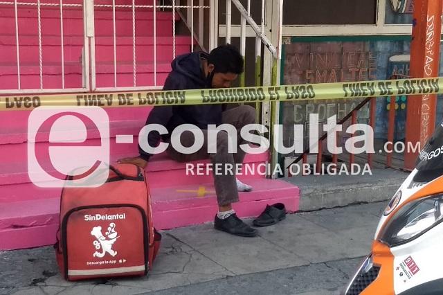 Ruta 4 atropella a repartidor de comida en el centro de Puebla