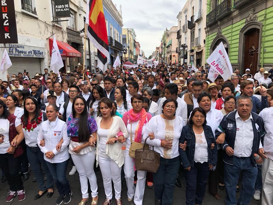 Miles demandan anular elección a gobernador en Puebla