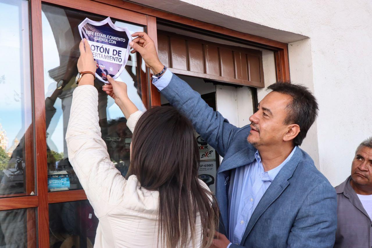 Comercios de Acatzingo reciben botón de alertamiento