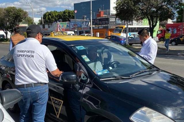 Aplican 45 infracciones en operativo contra transporte en Puebla