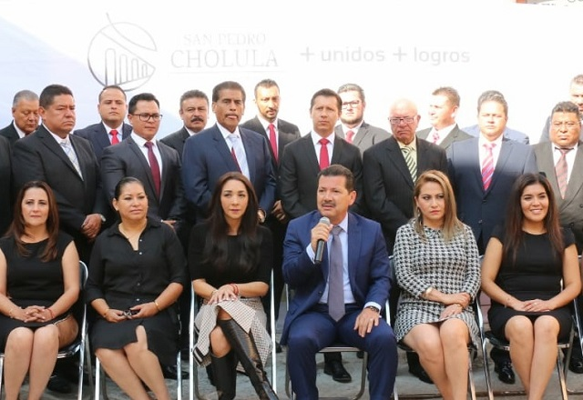 Presenta Luis Alberto Arriaga a su gabinete en San Pedro Cholula