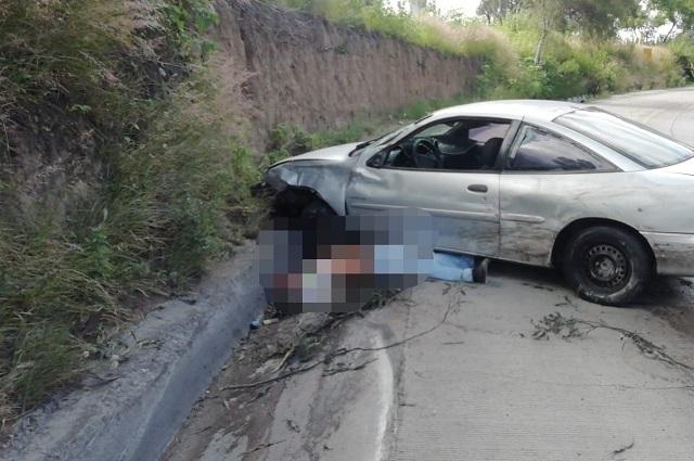 Conductor sobrevive a aparatoso accidente en la Puebla- Orizaba