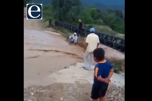 Rescatan a adulto mayor arrastrado por la  corriente en Ajalpan