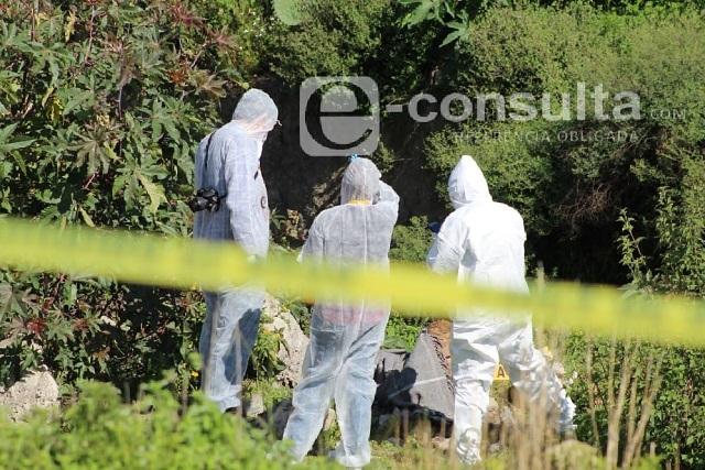 Hallan 2 cuerpos encobijados en Tlacotepec de Juárez