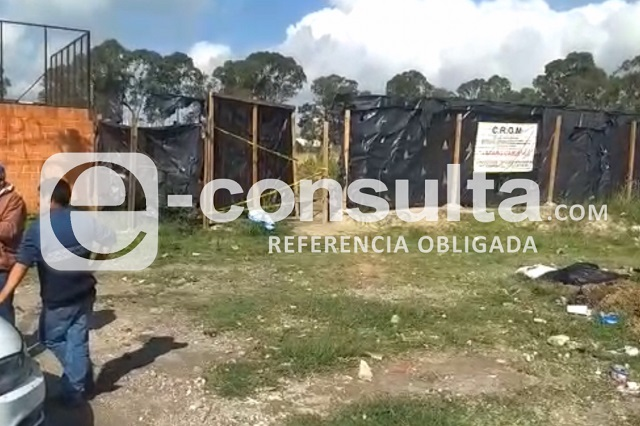 Hallan cuerpo embolsado en predio de San Isidro Castillotla