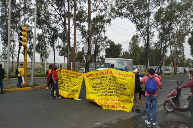 En plantón, obreros textiles exigen pago de liquidaciones