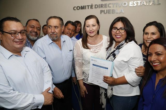Se registra Genoveva Huerta para la presidencia del PAN en Puebla