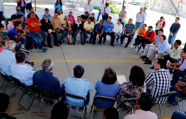 Se reúne el edil Banck con vecinos de barrios de Puebla