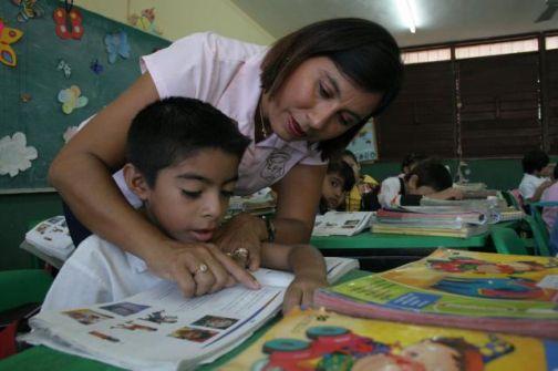 Maestros de primaria para municipios, lo que más contrató SEP
