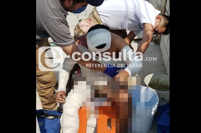 Adulto y menor sobreviven tras descarga eléctrica en Puebla