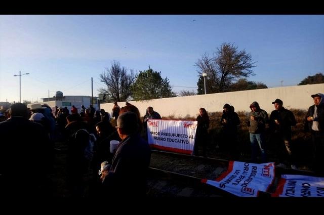 Bloquea SNTE vías de tren en Veracruz, Tlaxcala y Puebla